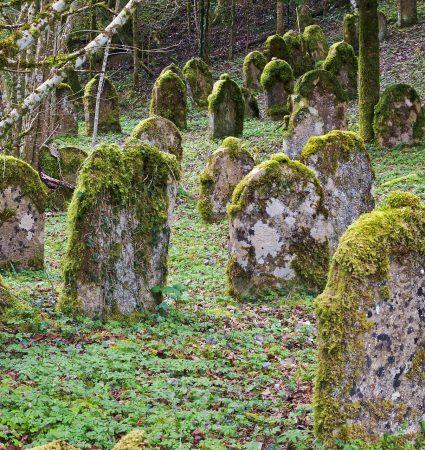 grave-stones-3321026_1920